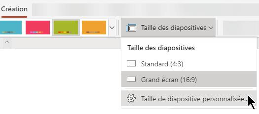 Les options de taille des diapositives sont disponibles près de l'extrémité droite de l'onglet Création du ruban de la barre d'outils dans PowerPoint Online