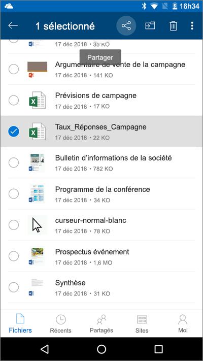 Capture d'écran de l'application mobile OneDrive avec un fichier sélectionné et l'icône de chargement mise en évidence