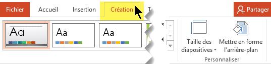 Sélectionnez l'onglet Création dans le ruban de la barre d'outils. Le contrôle de l'orientation des diapositives se trouve à droite du bouton du menu Taille des diapositives.