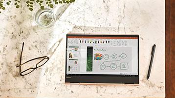 מחשב Tablet על שולחן