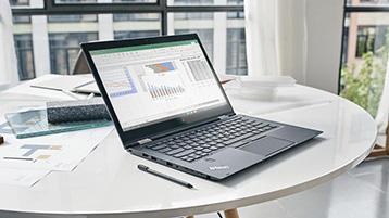 מחשב נישא המציג את Excel