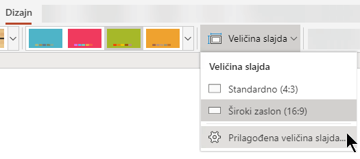Mogućnosti veličine slajda dostupne su uz desni kraj kartice Dizajn na vrpci alatne trake u programu PowerPoint Online