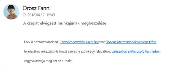 Képernyőkép: Csoportos e-mail megjelenítése, amelyben egy munkatárs az első megjegyzésre válaszol.