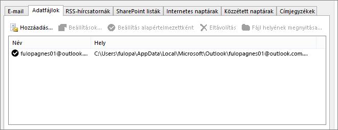 Az Outlook Fiókbeállítások Adatfájlok lapja, egy megnevezett felhasználó Outlook-adatfájljainak neve látható rajta