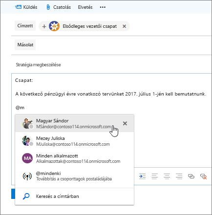 Képernyőkép az Outlook új e-mailek párbeszédpanelje, amelyen látható @mention az üzenet szövegében.