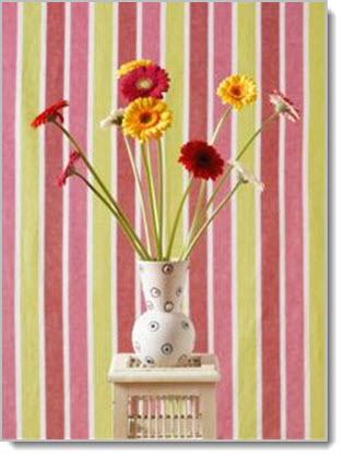 ClipArt: Gerbera daisy dalam vas dengan dudukan