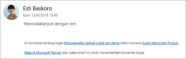 Cuplikan layar: memperlihatkan email grup mana rekan kerja membalas komentar pertama.