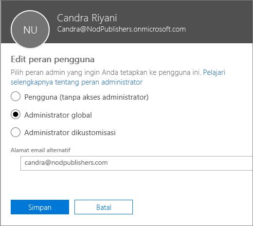 Panel Edit Peran Pengguna tempat Anda dapat mengubah peran pengguna dan mengubah alamat email alternatif.