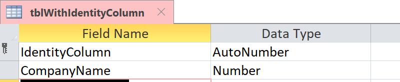 Memperlihatkan bahwa kolom identitas diidentifikasi sebagai bidang AutoNumber