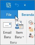 Cuplikan layar menu File di Outlook 2016