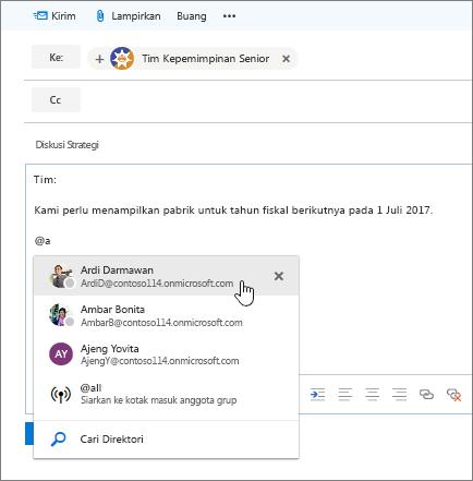 Cuplikan layar Outlook email dialog baru, memperlihatkan @mention dalam teks pesan.