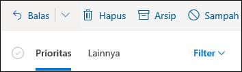 Cuplikan layar memperlihatkan tab yang difokuskan dan lainnya di bagian atas kotak surat Outlook.com.