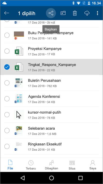Cuplikan layar dari aplikasi seluler OneDrive dengan file yang dipilih dan ikon unggah disorot