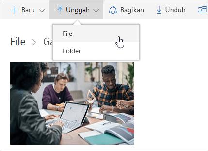 Cuplikan layar yang memperlihatkan tempat untuk mengunggah file di OneDrive