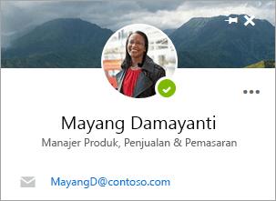 Cuplikan layar kartu kontak pada halaman orang.