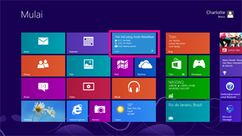 Cuplikan layar dari layar mulai Windows dengan pembaruan status disorot di petak Lync.
