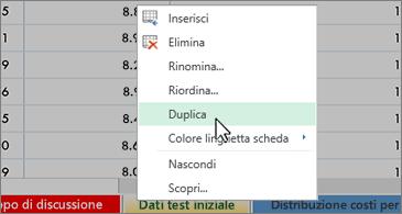 Foglio di lavoro sullo sfondo con il menu di scelta rapida in cui è selezionato il comando Duplica