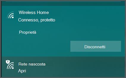 """Windows 10 mostra un elenco delle reti wireless a cui è possibile connettersi. Una viene indicata come """"sicura"""" un'altra come """"Aperta""""."""