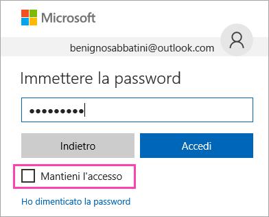 """Screenshot della casella di controllo """"Mantieni l'accesso"""" nella pagina di accesso di Outlook.com"""