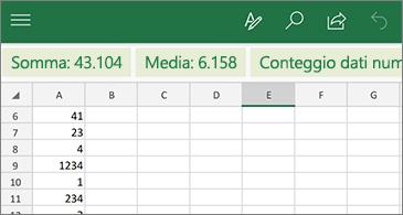 Foglio di lavoro con la funzione più usata disponibile sopra la riga delle intestazioni di colonna