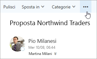 Screenshot del pulsante Altri comandi sulla barra dei menu di Outlook.
