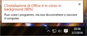 Finestra di dialogo che mostra l'installazione di Office ferma al 90%