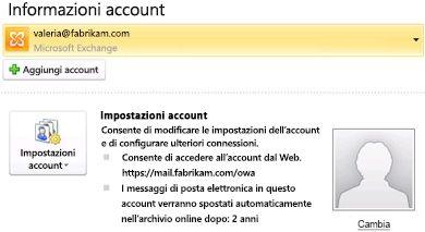 Impostazioni dell'account di Exchange nella visualizzazione Backstage che includono informazioni relative ad Outlook Web Access e all'archivio online