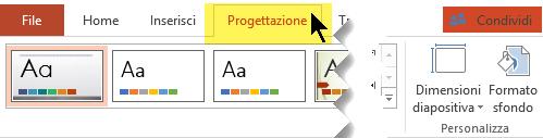 Selezionare la scheda Progettazione sulla barra multifunzione. Il pulsante del menu Dimensioni diapositiva all'estremità destra contiene il controllo per l'orientamento della diapositiva.