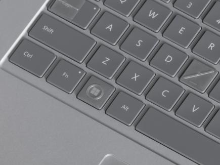 キーボードにキーキャップ ラベルがついているキーボード。