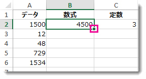 セル B2 の右下隅にある緑の四角いボックス