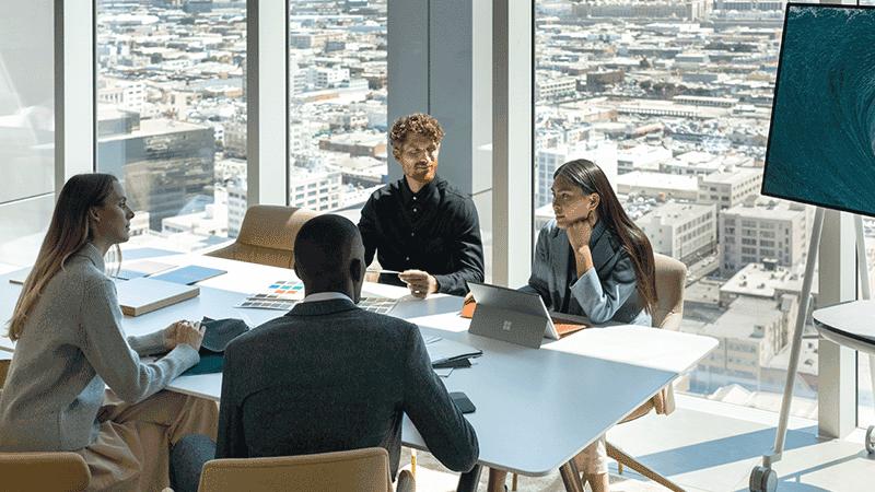 회의실에 있는 Surface Hub