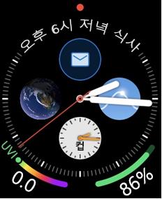 전자 메일 아이콘이 있는 Apple Watch 얼굴