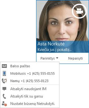 Vaizdo skambučio įspėjimo ekrano kopija su kontakto nuotrauka viršutiniame kampe