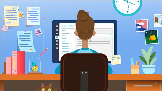 Mokytojas sėdėdamas prie stalo priešais kompiuterio ekraną