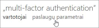 Kelių dalių autentifikavimo puslapis, kuriame ranka rodoma į tarnybos parametrų saitą.
