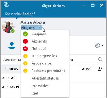 Skype darbam loga ekrānšāviņš ar atvērtu statusa izvēlni.