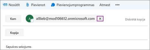 Attēlā redzams rindiņā Kam e-pasta ziņojums ar opciju, lai dzēstu adresāta e-pasta adresi.