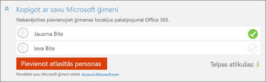 """Ekrānuzņēmums tuvplāna """"Kopīgot ar jūsu Microsoft ģimenes"""" sadaļas dialoglodziņu """"Pievienotu kādu"""" ar pogu """"Pievienot atlasītās personas""""."""