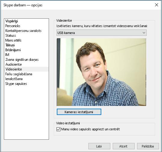 Ekrānuzņēmums ar Skype darbam dialoglodziņa Opcijas lapu Videoierīces.