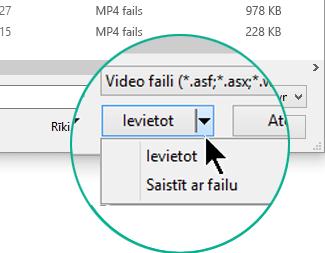 """Dialoglodziņā Video ievietošana izvēlieties Ievietot (tas nozīmē """"Iegult"""") vai Saistīt ar failu."""