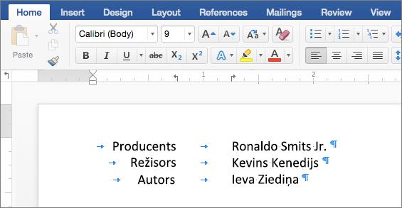 Piemērs, kurā redzams ar pie mērjoslas tabulēšanas pieturām līdzināts teksts.