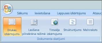 Attēlā redzams grupā dokumenta skati ir atlasīta opcija Drukas izkārtojums. Citas opcijas ir pieejamas ir pilnekrāna lasīšanas, tīmekļa izkārtojums, struktūras un projektu.