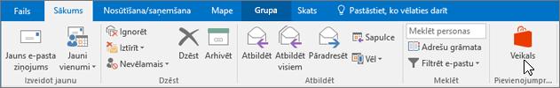 Ekrānuzņēmumā ir redzama cilne Sākums programmā Outlook ar kursoru, kas norāda uz veikala ikonu grupā Pievienojumprogrammas.