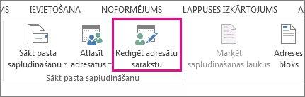 Ekrānuzņēmums ar tādu cilni Sūtījumi programmā Word, kurā izcelta komanda Rediģēt adresātu sarakstu.
