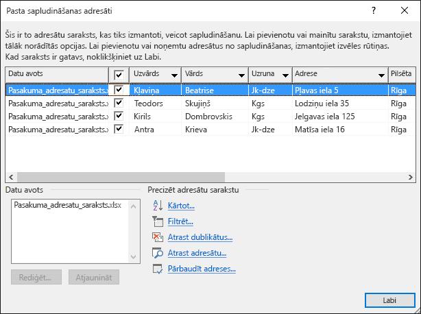 Dialoglodziņš Sapludinātā pasta adresāti, kas rāda Excel izklājlapas saturu, kas tiek izmantots kā datu avots adresātu sarakstam