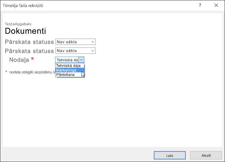 Tīmekļa faila rekvizītu dialoglodziņš ar lauku Nodaļa, kurā redzams saraksts ar trīs opcijām.