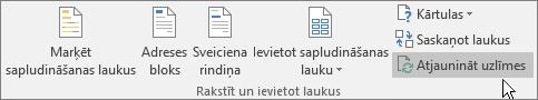 Noklikšķiniet uz lentes pogas Atjaunināt uzlīmes, lai izmaiņas lietotu visā uzlīmju lapā.
