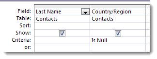 """Attēlos parādīts kritēriju lauks vaicājumu noformētājā ar kritērijiem """"Is null"""""""