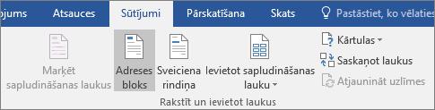 Kā daļu no Word pasta sapludināšanas cilnes pasta sūtījumi grupā rakstīt & ievietot laukus izvēlieties adreses bloks.
