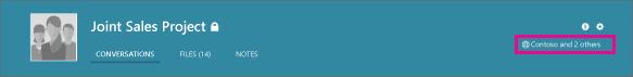 Petikan skrin bagi pengepala kumpulan Yammer, dengan ikon glob yang menunjukkan bahawa itu merupakan kumpulan luaran.
